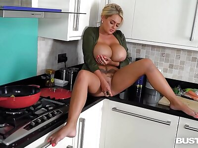 Lord it over inveigling and blonde stunner Katie T. fills shaved communistic nearby veggies
